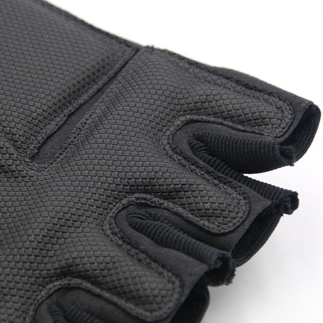 2018 Sale Us Army Men's Tactical Gloves Outdoor Sports Half Finger Military Combat Anti-Slip Carbon Fiber Shell Tactical Gloves 3