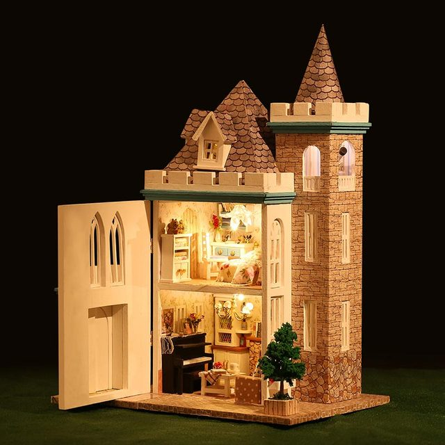 Castle Shaped Wood Dolls House With Furniture