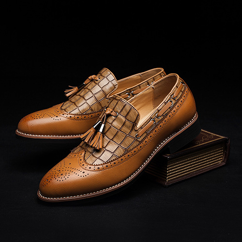 autumn men casual shoes pointed toe carve oxfords shoes slip on brogue shoes flats leather dress shoes chaussure hommes XK122803 pointed toe tassel leather shoes men slip on brogue shoes flats british style rivet shoes casual loafers chaussure homme 022