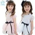 2017 de Algodão Crianças Roupas de Verão Para As Meninas Meninas Rendas Coreano vestidos de Branco Vestido de Manga Curta Com Colar E Fitas Bola vestido