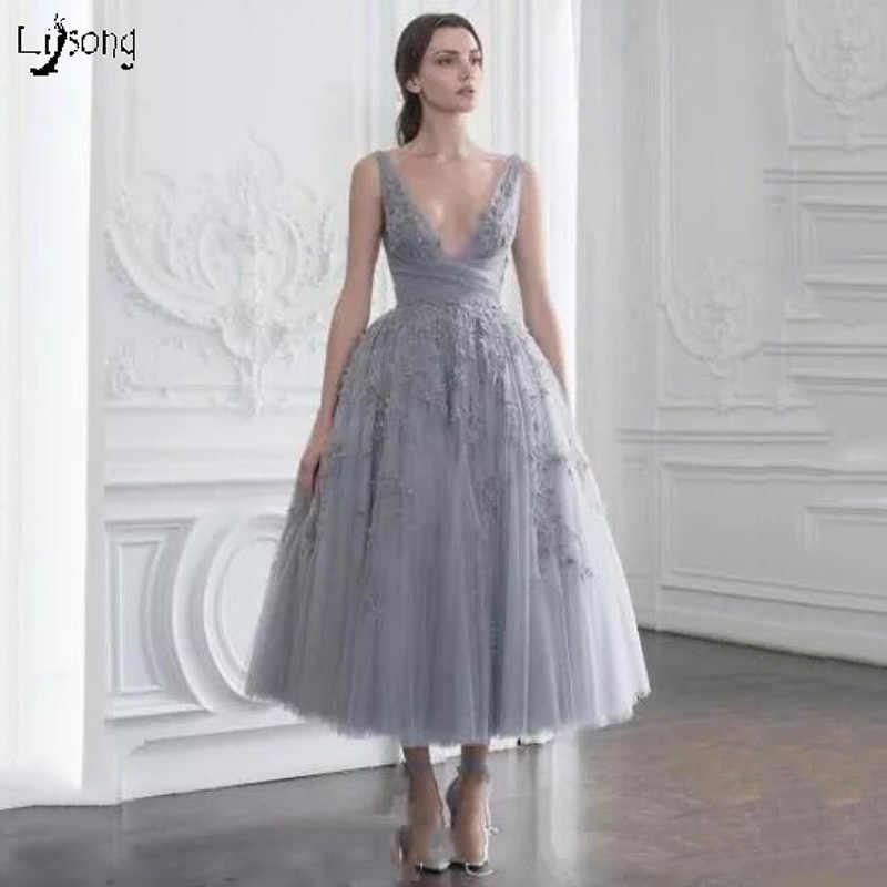 d492b9d4690 Очаровательный серый Аппликации Тюль миди длина выпускные платья  Многослойные селфи-палка со штативом