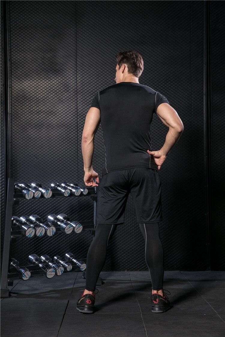 Ginásio de corrida dos homens de fitness