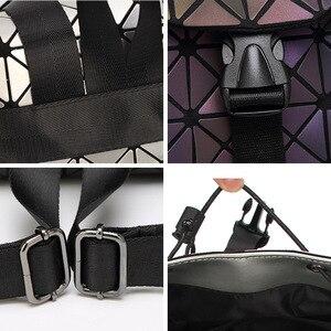 Image 5 - Femmes géométrique sac à dos lumineux femme sac de soirée diamant paillettes PU Laser sac à dos dame décontracté Plaid Bao Mochila BP0232