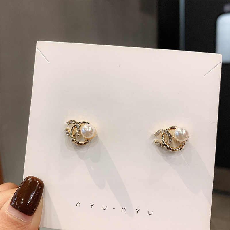 ダブル C シルバー針耳スタッドクリスタル模造真珠高品質耳スタッド高貴でエレガントな女性のために設計され 1092