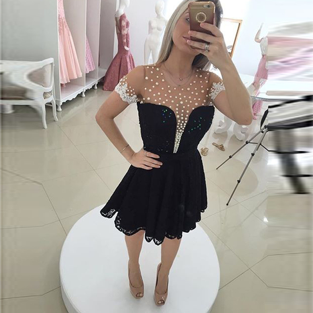 Short Sleeve Black Cocktail Dresses Pearls Crew-Neck See-Through Short Lace Prom Party Gowns Formatura Vestido 2017 Custom Made