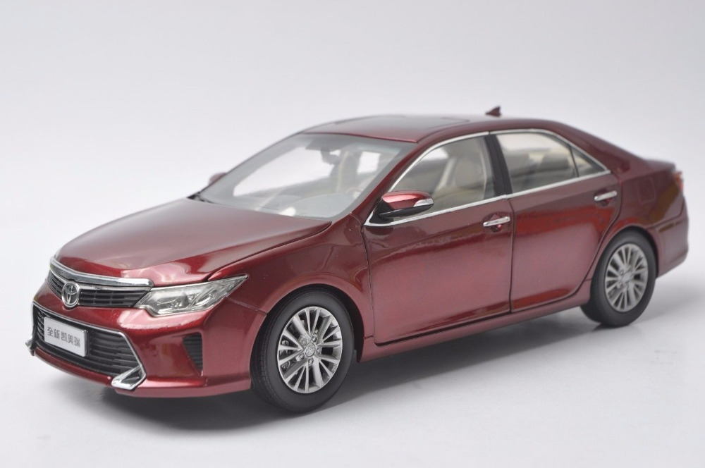 1:18 Diecast Model for Toyota Camry 2015 Red Alloy Toy Car Miniature Collection Gift масштаб 1 18 toyota crown 2015 diecast модель автомобиля черный