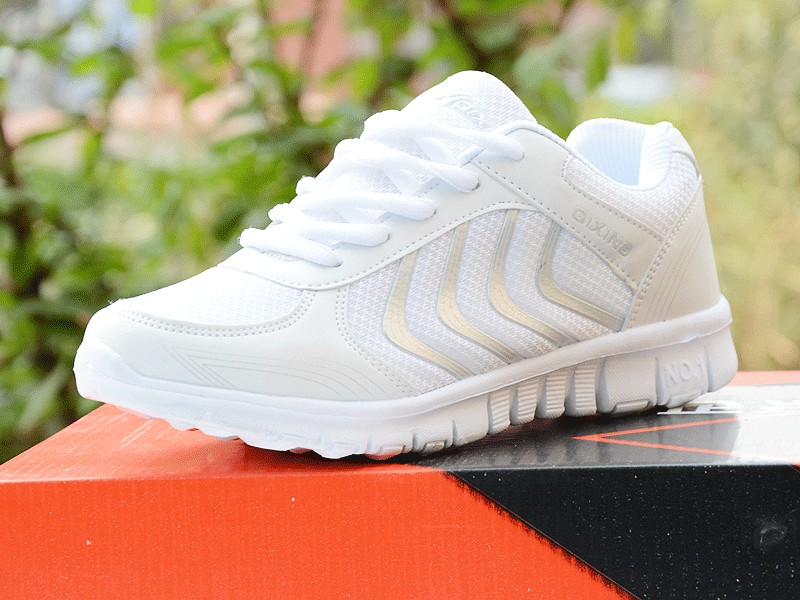 Foto from the right with box Women's breathable light sneakers for tennis. Women's breathable light shoes for basketball white color