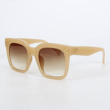 Polycarbonate Retro Sunglasses for Women