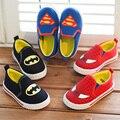 Tamaño 21-35 Otoño de los niños zapatos para niños y niñas de La Moda resbalón-en los zapatos de lona zapatillas de deporte de Dibujos Animados batman/superman/spiderman