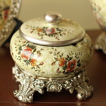European style garden decoration candy cans creative fashion queen Tosca Aa with a ceramic cigarette ash tray фото