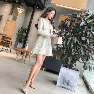 Image 2 - 2020 חדש סתיו מסלול טוויד 2 חתיכה להגדיר שמלת מעצב חורף נשים לבן קצר מעיל מעיל + מיני טנק ציצית צמר תערובת חליפות
