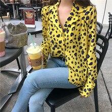 404900a77ea Осень Женская одежда блузки в винтажном стиле Леопардовый топ в Корейском  стиле свободные v-образным вырезом топы модных брендов.