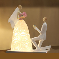 Fashion Propose Marriage Person Statue Wedding Gift Princess Court Royal Led Lamp Resin Decoration Table Lamps For Bed Room