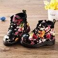 2016 Nueva Moda Para Niños Botas de Flor de La Impresión Floral Niños Bebé Martin Botas de Bolsillo Lindo Ocasional 2 colores Niñas Zapatos de Cuero