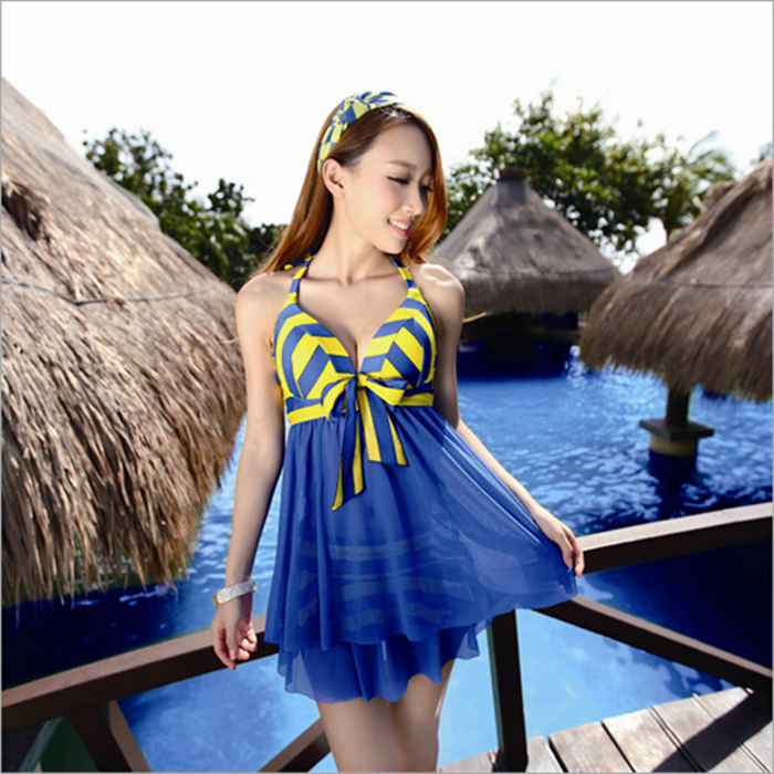 Female split Bathing Suit Show thin skirt Swimsuit Conservative and sexy Swimming suit Large size gather drifting  Swimwear split front wales check skirt
