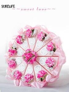 Image 5 - 50pcs rose/bleu personnalisé triangulaire gâteau Style faveurs de mariage boîtes à bonbons fête papier boîte cadeau avec Faux étiquettes de fleurs rubans