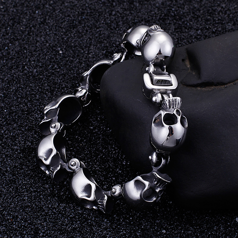 Personality titanium steel jewelry wholesale three-dimensional small skull bracelet tide male punk