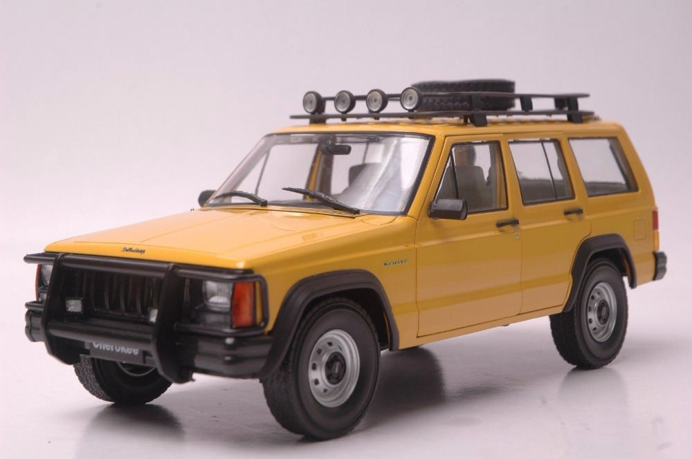 1:18 Diecast Model for Jeep Cherokee 2500 Yellow SUV Alloy Toy Car Miniature Collection Gifts yellow car model for 1 18 rover series i ltd 1948 minichamps classic collection diecast model car diy model customs made