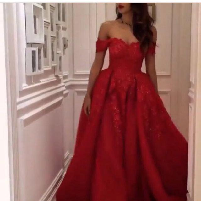 Rojo oscuro Vestido de Noche Del Hombro Con Volados Longitud de Té Vestido Formal