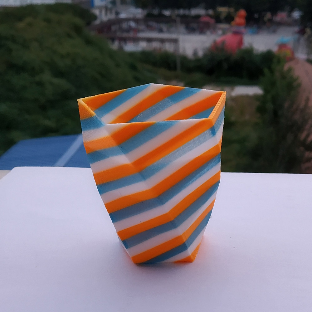 tilt strip vase 02