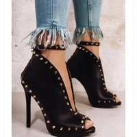 2018Europe Popular Street Beat Rivet High Heeled Fish Mouth Catwalk Pure Colour Sexy Rome Casual Buckle