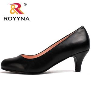 Image 3 - Royyna sapato feminino tamanho grande, sapato feminino estilo nova moda primavera e outono de tamanho grande, sexy, dedo do pé redondo, cores macio e colorido, frete grátis