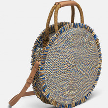 купить 2019 Fashion New Tassel Handbag High Quality Straw Bag Women Beach Woven Bag Round Tote Fringed Beach Woven Shoulder Travel Bag онлайн