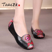 Flat mother's shoes with soft soles for women casual flat shoes for the elderly comfortable leather shoes