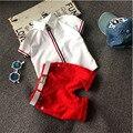 Девушки Летом Повседневная Одежда Набор Детей С Коротким Рукавом белая Футболка + красный Брючный костюм Девушки Комплектов Одежды для Детей