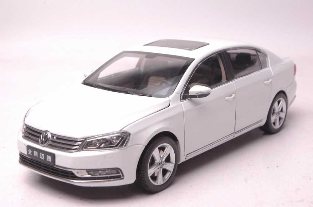1:18 Diecast Model for Volkswagen VW Magotan B7L White SUV Alloy Toy Car Miniature Collection Gifts Passat B7 1 18 vw volkswagen teramont suv diecast metal suv car model toy gift hobby collection silver