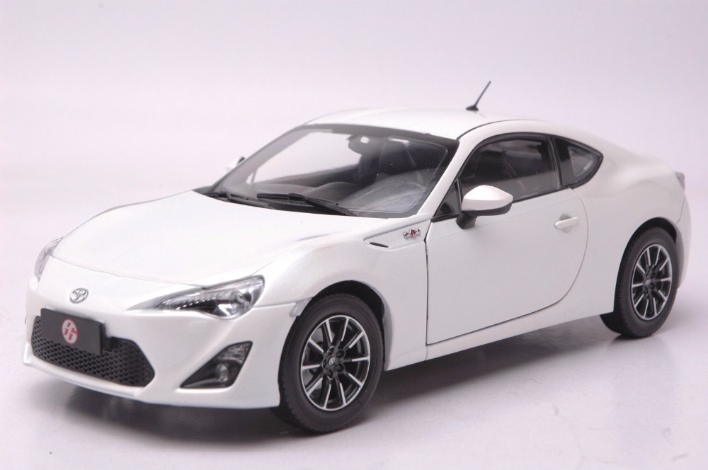 1:18 Diecast Model for Toyota GT86 White Coupe Alloy Toy Car Miniature Collection Gift Pulsar 1 18 diecast model for toyota gt86 orange coupe suv alloy toy car collection gifts gt 86