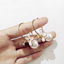 купить 2019 Women's Earrings Fashion Flower Pearl Hoop Earrings For Women Accessories Cute Sweet Rhinestone Earrings Jewelry по цене 89.09 рублей