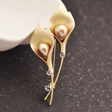 Elegant Gold Color Tulip Flower Brooch Pin For Women Crystal Faux Pearl Costume Jewelry Clothes Accessories Brooches For Wedding cmajor flower shaped brooch with pearl jewelry silver gold color brooches for women