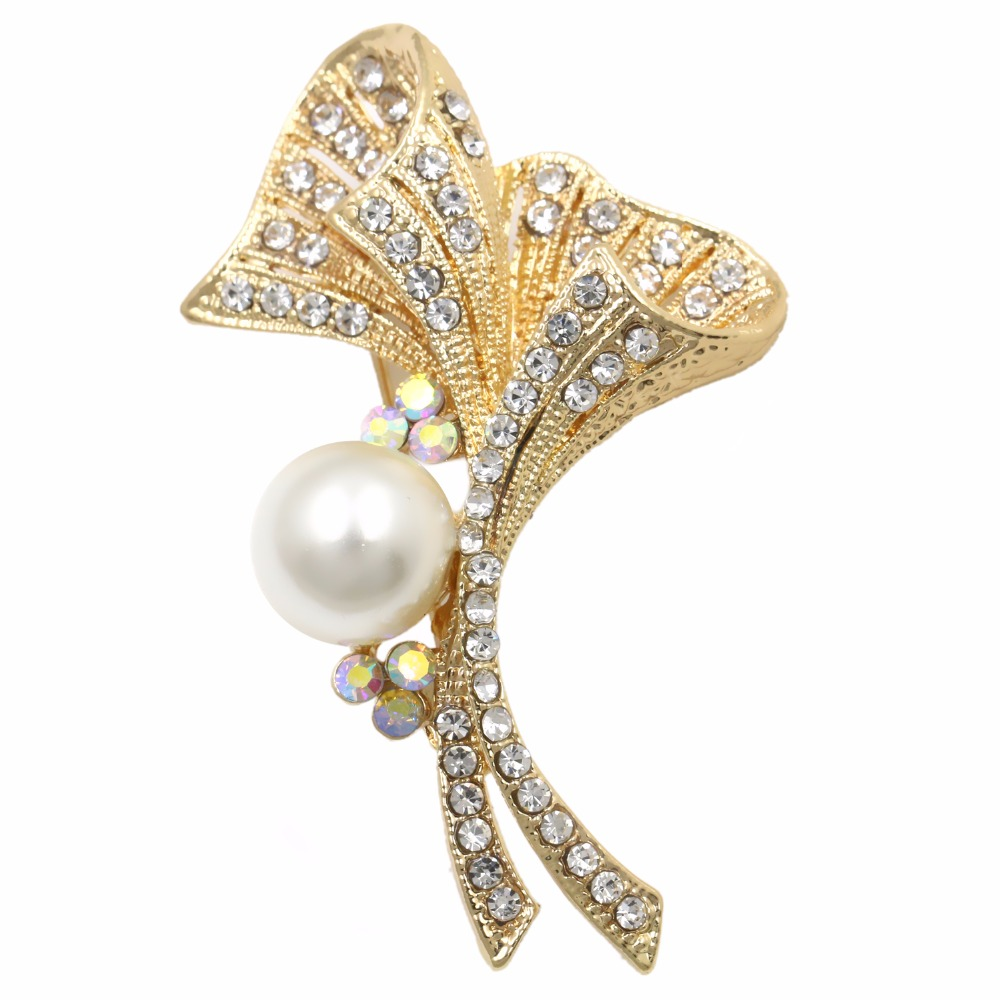 Factory Direct Sale Clear Crystal Rhinestone Flower Shape Brooch with Simulated Pearl for Fashion Women