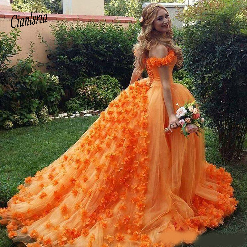 Robe de bal Orange fleurs faites à la main Quinceanera robe à lacets épaules dénudées dos luxueux doux 15 robes de fête