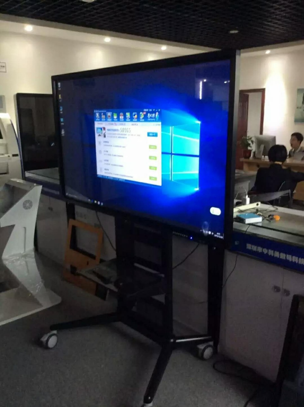 DIY PC With Mobile Stand And Touch Interactive 42 47 55 65 70 Inch Digital Monitor For Shopping Mall School Hotel Hospital