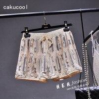Cakucool ניו נשים אלסטיים מכנסיים קצרים ואגלי נצנצים שיפון נשי מכנסיים קצרים בקיץ מישמש לבן