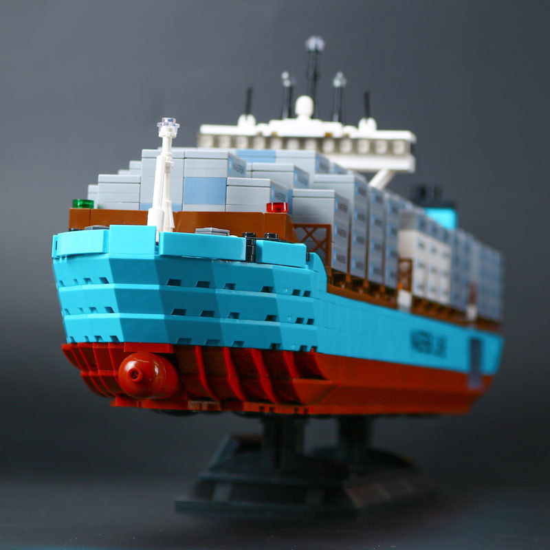 New Lepin 22002 Genuine Technic Series The Maersk Cargo Container Ship Set 10241 Building Blocks Bricks Educational Boy Toys lepin 20035 new 631pcs technic series the container trucks and loaders set building blocks bricks educational toys with 42062