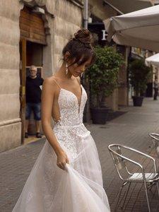 Image 4 - ローリー A ライン背中のウェディングドレス 2019 セクシーなスパゲッティストラップブライダルドレス 3D レース花の妖精ビーチウェディングドレス
