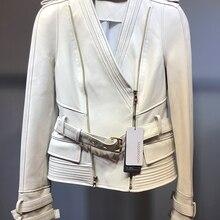 Белая короткая кожаная куртка из овечьей кожи с поясом и облегающей кожаной курткой