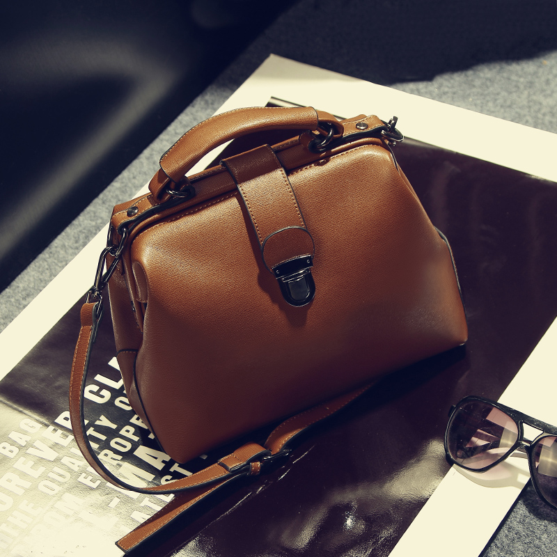 2018 Korean version of the new fashion handbag retro Doctor Bag Shoulder Messenger ladies bag qiaobao 2018 new korean version of the first layer of women s leather packet messenger bag female shoulder diagonal cross bag