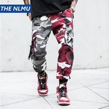Kolor bloku Camo Cargo biegaczy spodnie męskie Hip Hop Casual kamuflaż Streetwear 2019 mody kostki długość spodnie bawełniane WJ210 tanie tanio Mężczyźni Pełnej długości Kostki długości spodnie Elastyczny pas Łączone Suknem Mieszkanie THE NLMU Poliester
