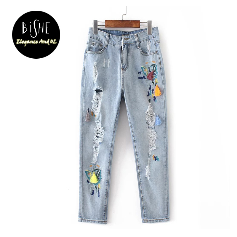 Flower Embroidery Jeans Female Light Blue Casual Pencil Pants Capris 2017 Spring Pockets Straight Ripped Jeans Women Bottom women jeans vintage flower embroidery high waist pocket straight jeans female bottom light blue hole casual pants capris new