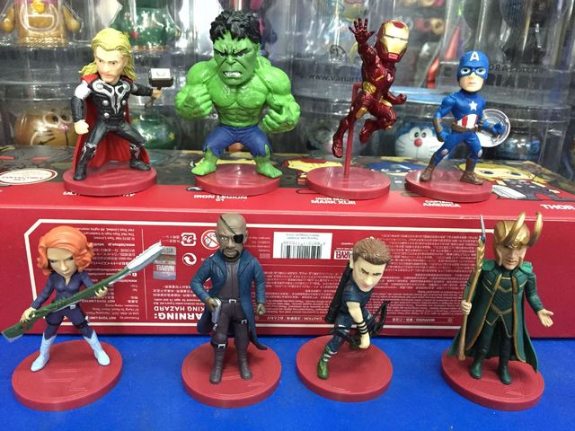 2356 Escudo Latina Animado Marvel Avengers Iron Man Hulk Thor Capitán América Negro Viuda Hawkeye Loki Figura De Acción Juguetes Modelo 0201 En