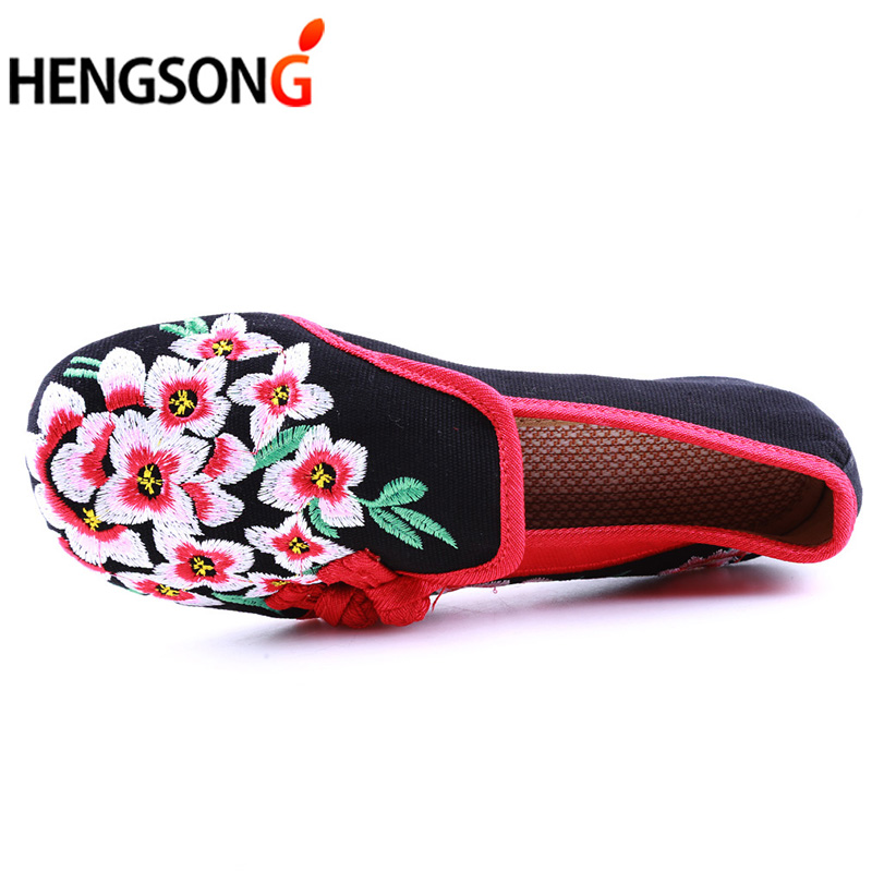 Ladies Old Peking Flower Shoes Women Casual Flats Shoes Peach Blossom Embroidered Cloth Clogs Shoes Super Soft Flats Girls 12
