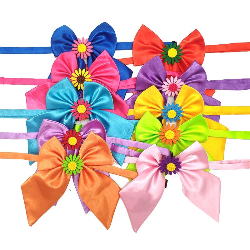 50 pièces accessoires pour chien de compagnie printemps fleur Design haute qualité noeud papillon pour moyen grand chien taille réglable collier cravate chien fournisseur