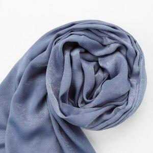 Image 5 - Une pièce nouveau femmes solide plaine soie foulard hijabs enveloppe doux long islam foulard châles musulmans shinny foulards hijabs