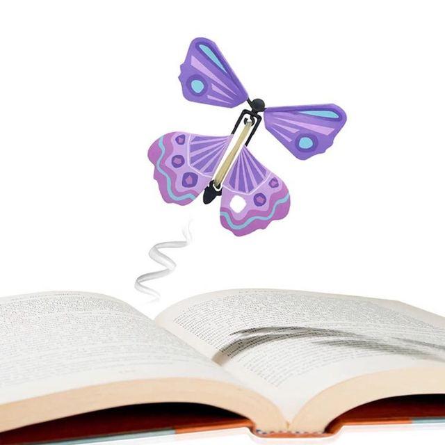 5pcs Magic flyer Transformação Da Mão Borboleta Fly Borboleta Adereços Magia Mística Engraçado Surprise Prank Truque Toy Presente para Crianças