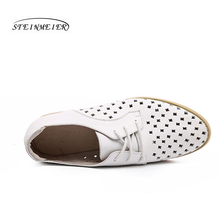 Vrouwen platte zomer casual schoenen 100% echt koeienhuid lederen holle ademend platte ronde neus handgemaakte retro brogue witte schoenen-in Platte damesschoenen van Schoenen op  Groep 3