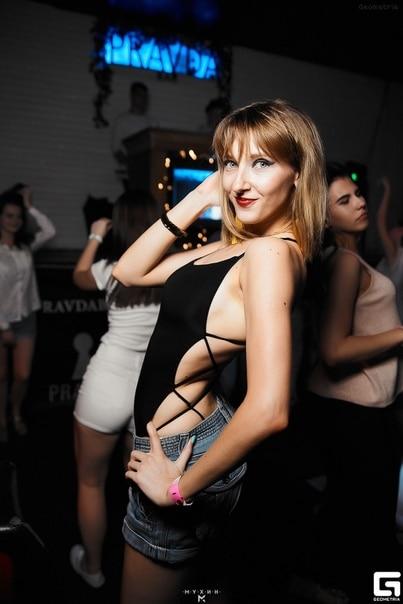 Colrovie Strappy Backless Bodysuit Women Black Sleeveless Summer Beach Hot Bodysuits Navy Scoop Neck Cross Slim Cami Bodysuit #6